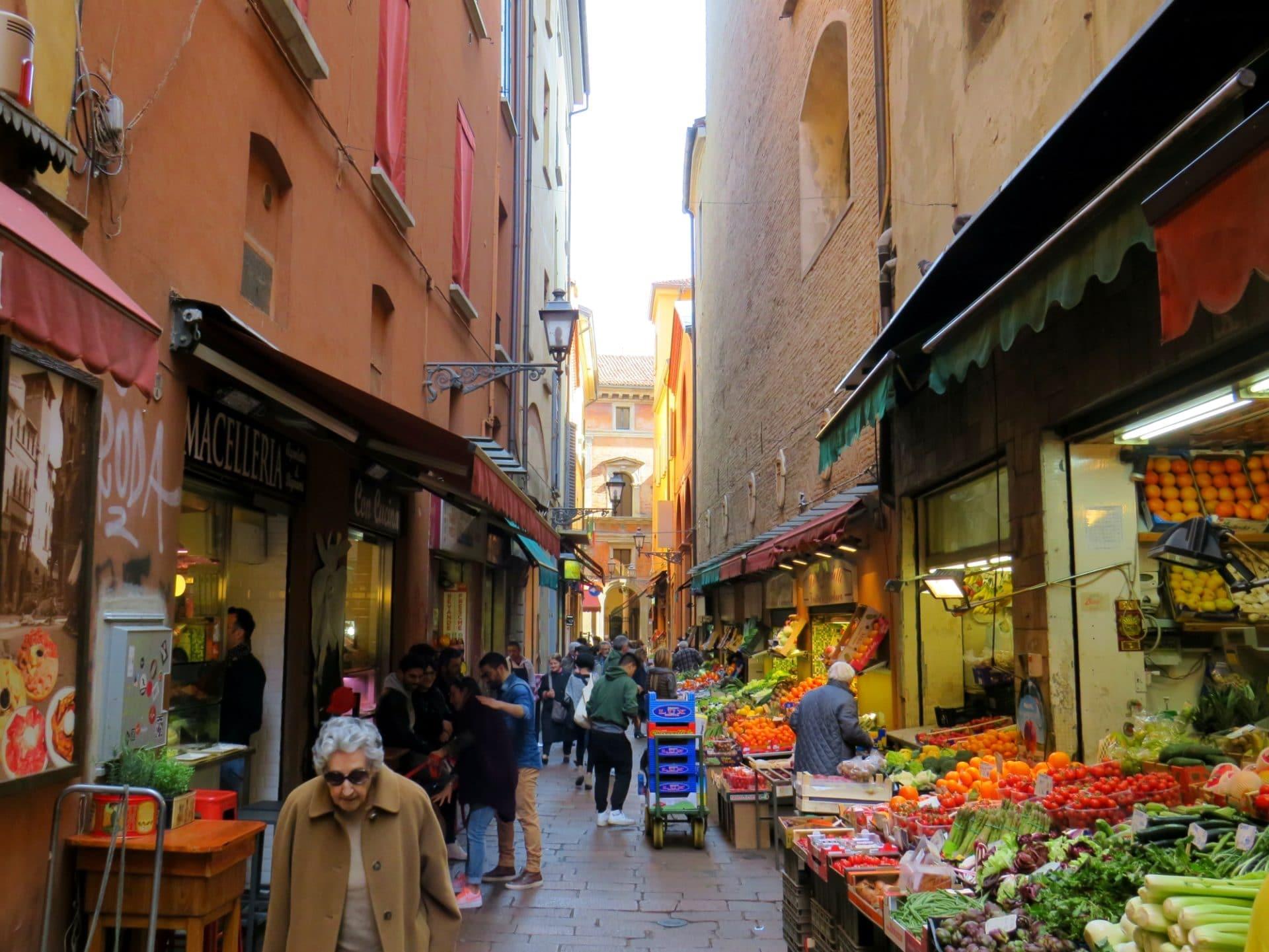 Bologna Via Pescherie Vecchie
