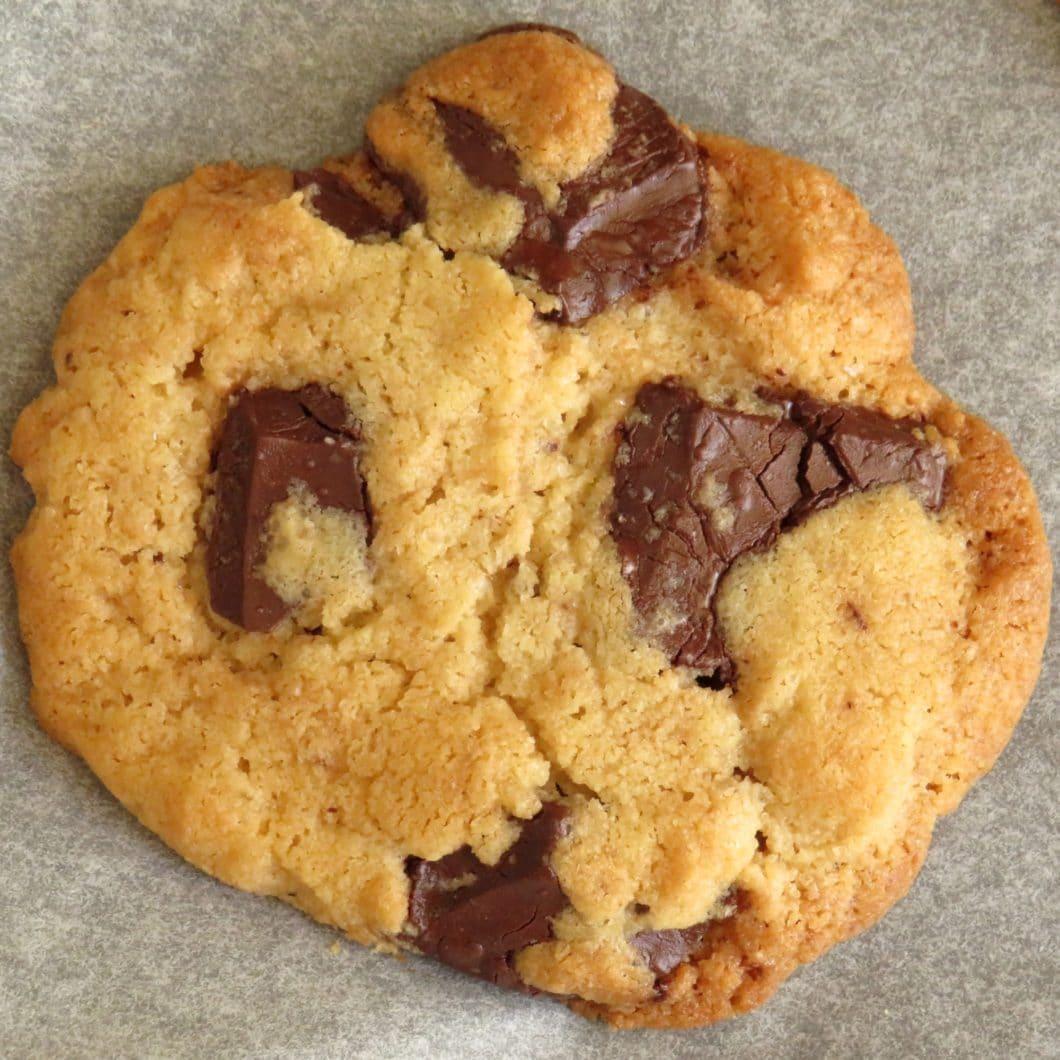 Schoko-Tahina-Cookies mit Meersalz