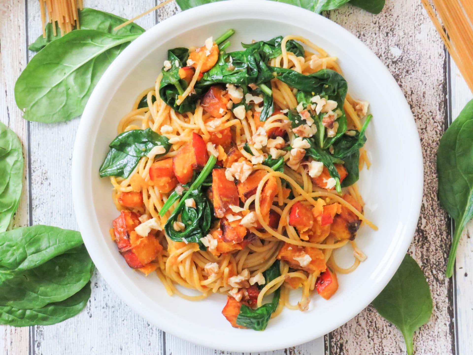 Spaghetti mit geröstetem Kürbis und Spinat