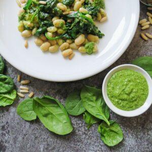 Bohnen-Spinat-Salat mit Pesto