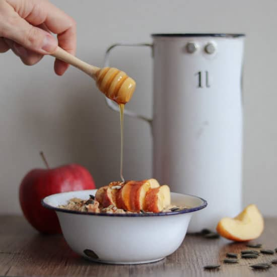 Hirse-Porridge mit Apfel, Zimt & Honig