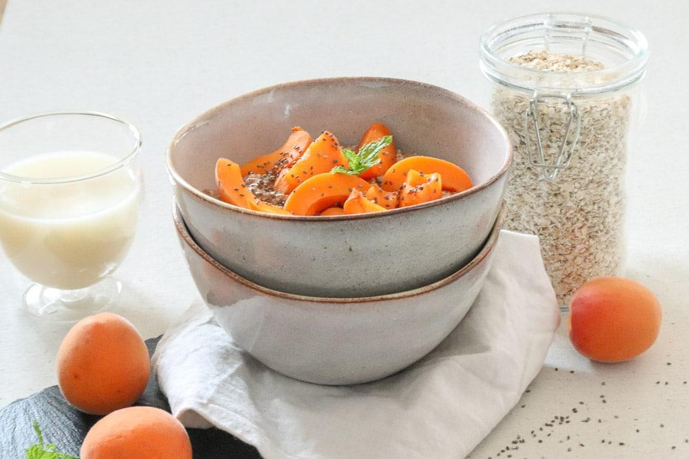 Haferflocken-Chia-Porridge mit Marillen