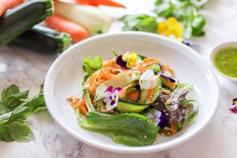 Zucchini-Karotten-Salat mit Minzdressing