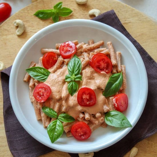 Penne mit Cashew-Tomaten-Sauce vegane Pasta genussfreudig.at