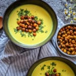 Goldene Suppe mit Masala Kichererbsen