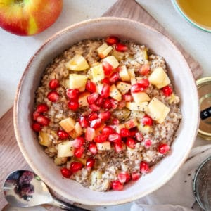Apfel-Porridge mit Chia & Haferflocken